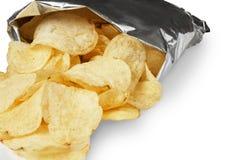 Τσιπ πατατών που απομονώνονται στην άσπρη κινηματογράφηση σε πρώτο πλάνο υποβάθρου στοκ φωτογραφία με δικαίωμα ελεύθερης χρήσης