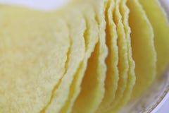 Τσιπ πατατών στο πιάτο Διατροφή, πάχυνση στοκ εικόνες