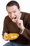 τσιπ που τρώνε τις ευτυχ&e Στοκ φωτογραφία με δικαίωμα ελεύθερης χρήσης