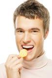 τσιπ που τρώνε τις νεολαί& Στοκ φωτογραφία με δικαίωμα ελεύθερης χρήσης