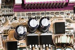 τσιπ σε μια μακροεντολή υπολογιστών πινάκων κυκλωμάτων Στοκ εικόνες με δικαίωμα ελεύθερης χρήσης