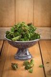 Τσιπ του Kale με το άλας θάλασσας Στοκ Εικόνα