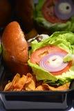 τσιπ burgers yummy Στοκ φωτογραφίες με δικαίωμα ελεύθερης χρήσης
