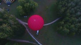 Τυλίγει να πάρει διογκωμένος πριν από την πτήση, πρωτάθλημα μπαλονιών ζεστού αέρα, έναρξη φιλμ μικρού μήκους