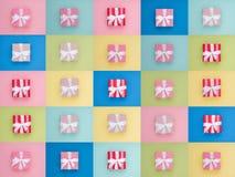 Τυλιγμένο εκλεκτής ποιότητας κιβώτιο δώρων διάστημα αντιγράφων Το επίπεδο χρώματος κρητιδογραφιών βάζει την ελάχιστη έννοια οδοντ Στοκ Εικόνες