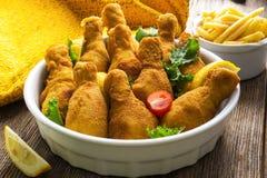 τυμπανόξυλο κοτόπουλου που τηγανίζεται Στοκ φωτογραφίες με δικαίωμα ελεύθερης χρήσης