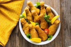 τυμπανόξυλο κοτόπουλου που τηγανίζεται Στοκ Εικόνα