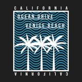 Τυπογραφία παραλιών Καλιφόρνιας, Βενετία για την μπλούζα Θερινό σχέδιο Μπλούζα γραφική με τους τροπικούς φοίνικες και το κύμα ελεύθερη απεικόνιση δικαιώματος