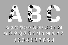 Τυπογραφία πηγών με τις ζωικές τυπωμένες ύλες ποδιών Απομονωμένο αλφάβητο με τις τυπωμένες ύλες ποδιών κατοικίδιων ζώων Άσπρη καλ διανυσματική απεικόνιση
