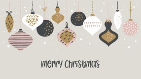 Τυπογραφία προτύπων εμβλημάτων πώλησης Χριστουγέννων με τις σφαίρες Χριστουγέννων, για τα ιπτάμενα πώλησης, την αφίσα, το έμβλημα ελεύθερη απεικόνιση δικαιώματος