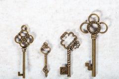 Τυποποιημένα παλαιά διακοσμητικά κλειδιά στοκ φωτογραφία