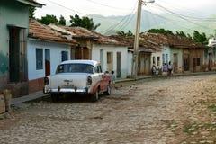 Τυποποιημένη οδός στην κουβανική πόλη Στοκ Εικόνα