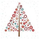 Τυποποιημένο χριστουγεννιάτικο δέντρο σχεδίου με τα παιχνίδια Χριστουγέννων ελεύθερη απεικόνιση δικαιώματος