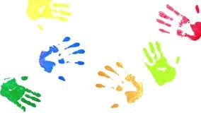 Τυπωμένες ύλες των χεριών σε ένα άσπρο υπόβαθρο φιλμ μικρού μήκους