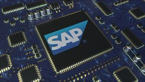 Τυπωμένο υπολογιστής πίνακας κυκλωμάτων ή PCB με το λογότυπο SE της SAP Εννοιολογική εκδοτική τρισδιάστατη ζωτικότητα διανυσματική απεικόνιση