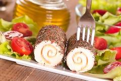 Τυρί αιγών με τις ντομάτες σαλάτας και κερασιών Στοκ εικόνα με δικαίωμα ελεύθερης χρήσης