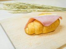 Τυρί ζαμπόν Croissant σάντουιτς Στοκ φωτογραφία με δικαίωμα ελεύθερης χρήσης