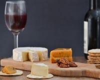 Τυρί και κρασί για ένα Στοκ Φωτογραφίες