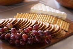 Τυρί και κροτίδες Στοκ φωτογραφίες με δικαίωμα ελεύθερης χρήσης