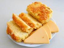 Τυρί μακαρονιών, και τεμαχισμένο τυρί στοκ φωτογραφία με δικαίωμα ελεύθερης χρήσης