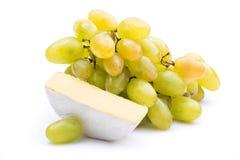 Τυρί με τα σταφύλια Στοκ φωτογραφία με δικαίωμα ελεύθερης χρήσης