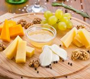 Τυρί με το μέλι Στοκ Φωτογραφίες
