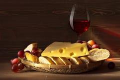 Τυρί με το ψωμί Στοκ εικόνα με δικαίωμα ελεύθερης χρήσης
