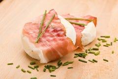 τυρί μπέϊκον που τυλίγετα&iot Στοκ Φωτογραφία