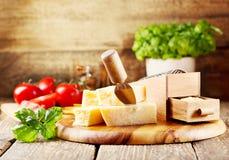 Τυρί παρμεζάνας στοκ εικόνες