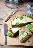 Τυρί σπανακιού και γραβιέρας ξινό Στοκ φωτογραφία με δικαίωμα ελεύθερης χρήσης