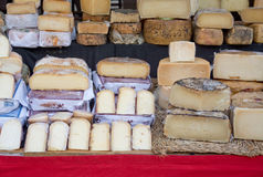 Τυρί στην αγορά Santanyi Στοκ Εικόνες