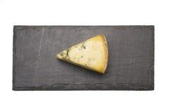 Τυρί στον πίνακα πλακών Στοκ εικόνα με δικαίωμα ελεύθερης χρήσης