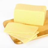 Τυρί στον τέμνοντα πίνακα Στοκ Εικόνα