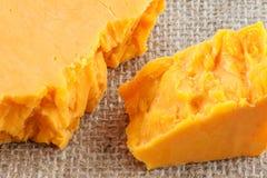 Τυρί τυριού Cheddar κινηματογραφήσεων σε πρώτο πλάνο Στοκ φωτογραφία με δικαίωμα ελεύθερης χρήσης
