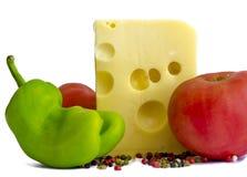 Τυρί τυριού Emmental με τις ντομάτες, πιπέρι Στοκ Εικόνες