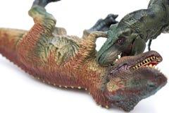 Τυραννόσαυρος που δαγκώνει ένα άλλο παιχνίδι τυραννοσαύρων στο άσπρο υπόβαθρο Στοκ φωτογραφία με δικαίωμα ελεύθερης χρήσης