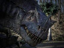 Τυραννόσαυρος στα ξύλα - Dinopark Στοκ Φωτογραφία