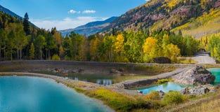 Τυρκουάζ λίμνες κοντά Pandora στο ορυχείο Στοκ Εικόνες