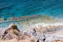 Τυρκουάζ θάλασσα με παλιό στοκ φωτογραφία