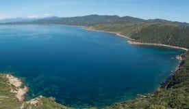 Τυρκουάζ θάλασσα του Gurf του Ajaccio, Κορσική, Γαλλία Στοκ φωτογραφία με δικαίωμα ελεύθερης χρήσης