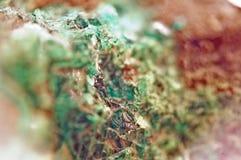 Τυρκουάζ φυσική σύσταση από το φυσικό υλικό κρύσταλλα Μακροεντολή αφηρημένη ανασκόπηση στοκ φωτογραφία