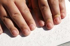 τυφλός αναγνώστης Βίβλων Στοκ Εικόνες