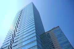 Τυχαίο κτήριο με έναν μπλε ουρανό Στοκ Εικόνες