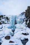Τυχοδιώκτης δίπλα rfoss στον καταρράκτη ã-Xarà ¡ στο εθνικό πάρκο Ισλανδία Thingvellir Στοκ Εικόνες