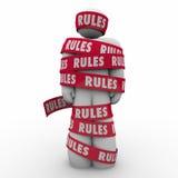 Τυλιγμένη συμμόρφωση κανονισμού ταινιών κανόνων η άτομο ακολουθεί τους νόμους Guidanc Στοκ Εικόνες