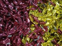 Τυλιγμένος σωρός σοκολατών στο παντοπωλείο στοκ εικόνες