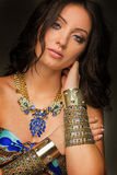 Των Αζτέκων γυναίκες που φορούν τα χρυσά κοσμήματα Στοκ εικόνα με δικαίωμα ελεύθερης χρήσης