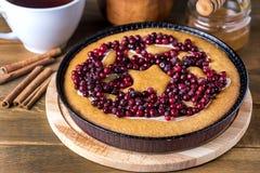 Των βακκίνιων νόστιμα φρέσκα τα βακκίνια κέικ των βακκίνιων πιτών εύγευστα για το ξύλινο υπόβαθρο Χριστουγέννων ή ημέρας των ευχα στοκ εικόνες με δικαίωμα ελεύθερης χρήσης