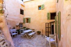 Των Βαλεαρίδων $νήσων patio σπιτιών Majorca στις Βαλεαρίδες Νήσους Στοκ εικόνες με δικαίωμα ελεύθερης χρήσης