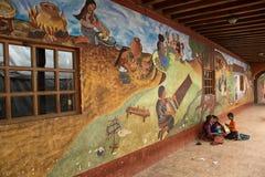 Των Μάγια άνθρωποι μπροστά από την τοιχογραφία Στοκ Φωτογραφίες
